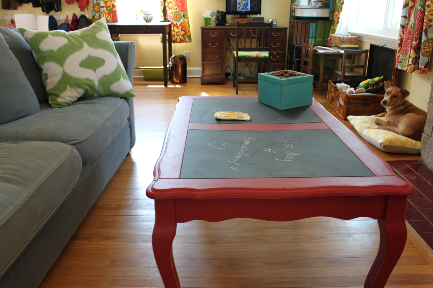 A Chalkboard Coffee Table Theres No Place Like Homemade - Chalkboard paint coffee table